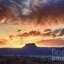 Scotts Scapes - Sunset at Elaterite Butte