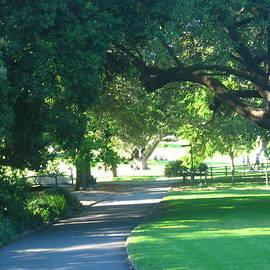 Leanne Seymour - Sydney Botanical Gardens walk