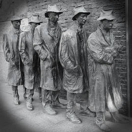 Emmy Marie Vickers - The Breadline BW - FDR Memorial
