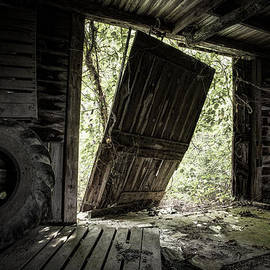 Gary Heller - The Crowd Gathers Outside - Abandoned Apple Barn