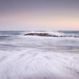 Guido Montanes Castillo - The Force Of The Sea