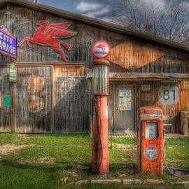 David and Carol Kelly - The Old Service Station