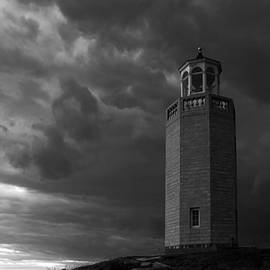 The storm approaches by David Freuthal