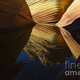 The Wave Reflected Beauty 3 by Bob Christopher