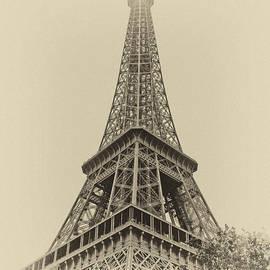 Tour Eiffel by Nikolyn McDonald