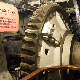 Thomas Woolworth - Turning Gear Engine Room Queen Mary 02