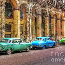 United Colors Of Coches Habaneros by Carlos Alkmin