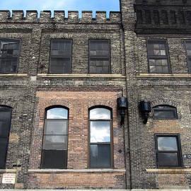 Anita Burgermeister - Urban Decay Pabst Roofline