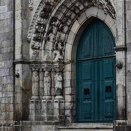 Viana do Castelo Cathedral by James Brunker