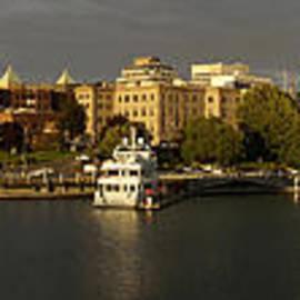Inge Riis McDonald - Victoria Inner Harbour