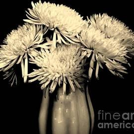 Marsha Heiken - Vintage Mum Bouquet