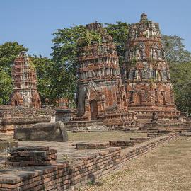 Wat Mahathat Prangs Dtha0239 by Gerry Gantt