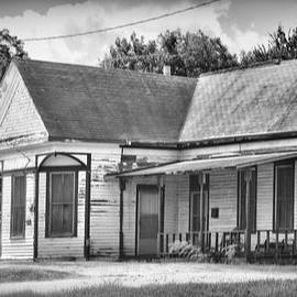 Weathered Old House BW by Linda Phelps