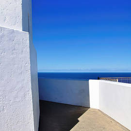 Kaye Menner - White and Blue to Ocean View
