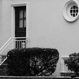 Rob Hans - WINDOWS in the ROUND in BLACK AND WHITE