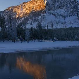 Priscilla Burgers - Yellowstone Morning
