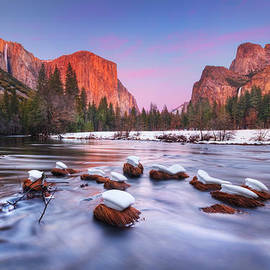 William Lee - Yosemite Valley at dusk