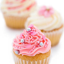 Ruth Black - Pink and white cupcakes