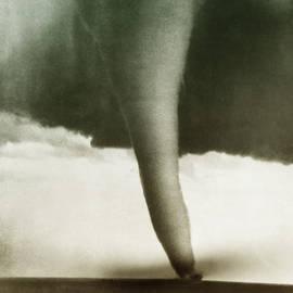 Tornado by Omikron