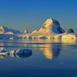 Tony Beck - Antarctic Dusk