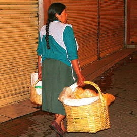 Laurel Talabere - Carrying Bread in Quito