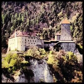 Castel Tirolo... Domina Merano E Tutta