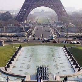 Fontaines du Trocadero by Rod Jones