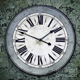 Carlos Caetano - Grungy Clock