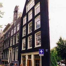 Illusion of a two dimensional building in Amsterdam by Halifax Artist John Malone