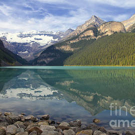 Lake Louise Splendour by Teresa Zieba