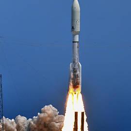 Launch Of The Atlas V by Bill Dodsworth