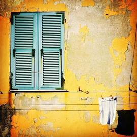 Let It All Hang Out #italy #wall