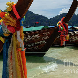 Long Tail Boats by Bob Christopher