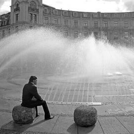 Robert Meyers-Lussier - Man at Stachusbrunnen in Munich