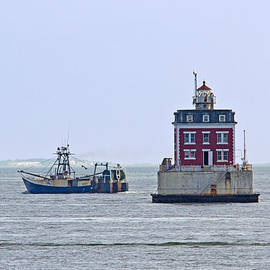 New London Ledge lighthouse. by David Freuthal