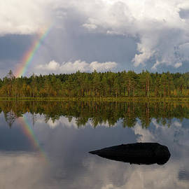Rainbow reflection by Jouko Lehto