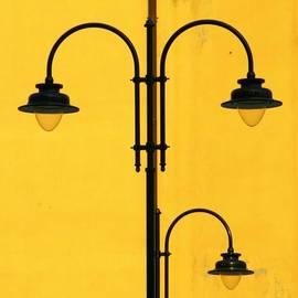 Shine On.. #italy #lamppost
