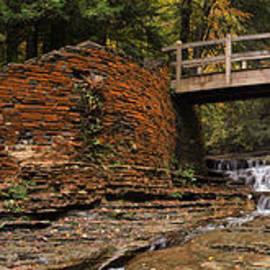 Joshua House - Stone Walls and Wooden Bridges