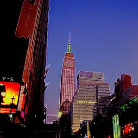 Don Struke - The Empire State Building Still Stands Tall