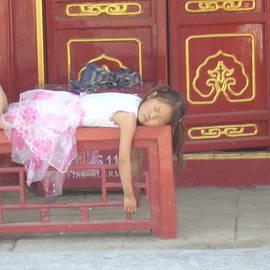 The girl who was sleeping by Cedric Sureau