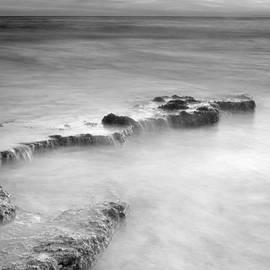 Guido Montanes Castillo - Waterfalls on the rocks M