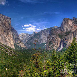Yosemite Valley by Morgan Wright