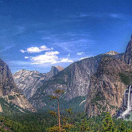 Yosemite Valley Panorama by Morgan Wright