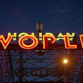 Holiday World 4 by Jouko Lehto