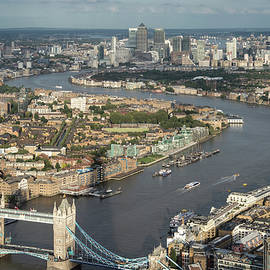 Matthew Gibson - Aerial landscape view of London cityscape skyline with iconic la