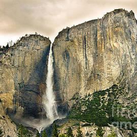 RicardMN Photography - Bridalveil Fall in Yosemite Valley