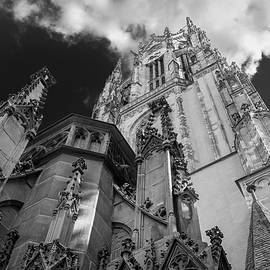 Frankfurt Cathedral by Ross Henton