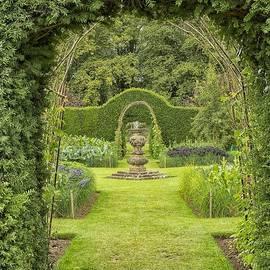 Green secret garden by Patricia Hofmeester