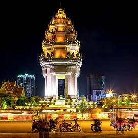 Rene Triay Photography - Independence Monument Phenom Penh Cambodia