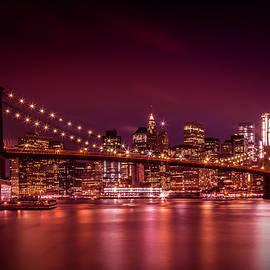 MANHATTAN SKYLINE AND BROOKLYN BRIDGE Sunset - Melanie Viola